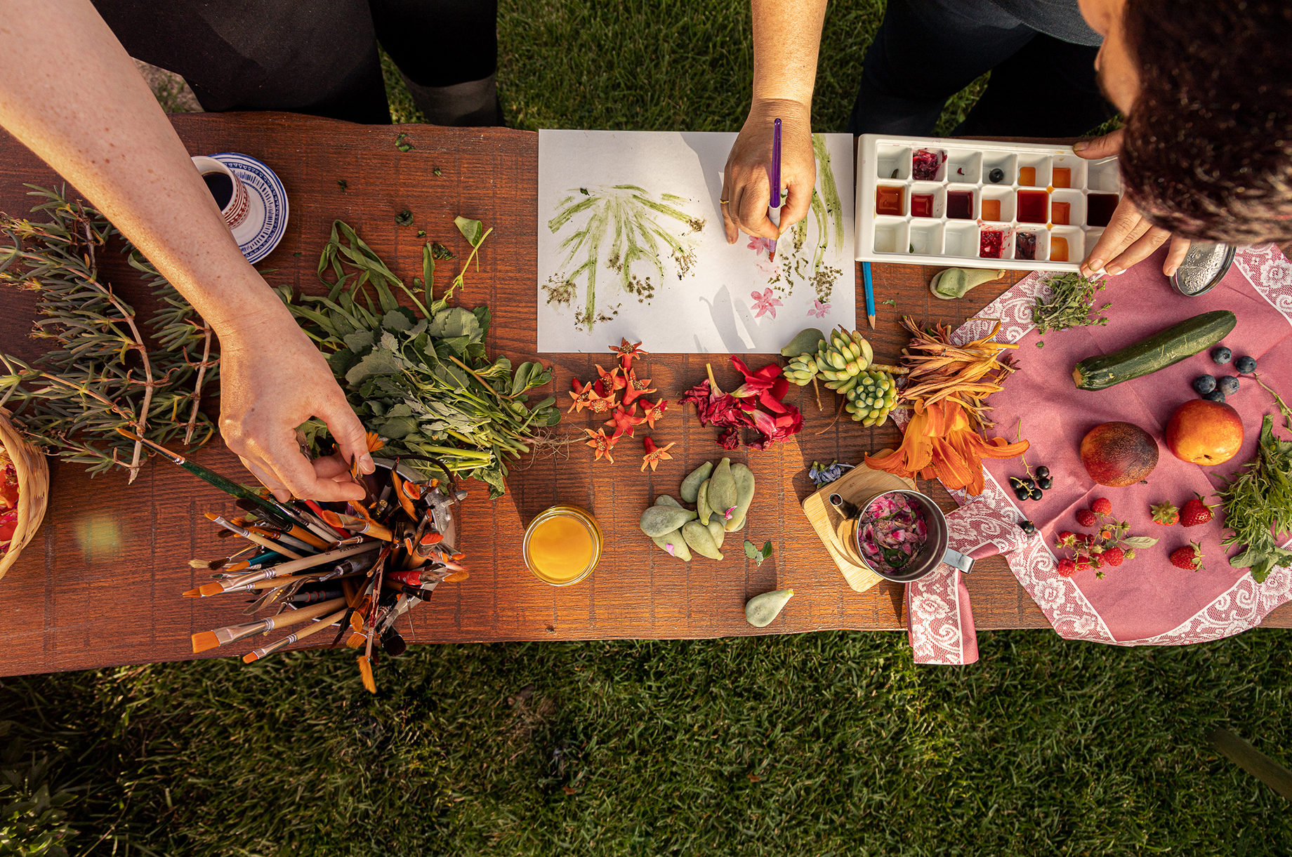 Art workshop with natural colors with Alessandra Pala shot by Alberto Bernasconi for Enjoy magazine
