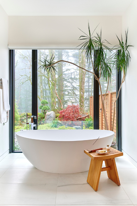 Bathtub with a view in the Molina house built by GSW Architects shot by Bill Purcell for the Wall Street Journal