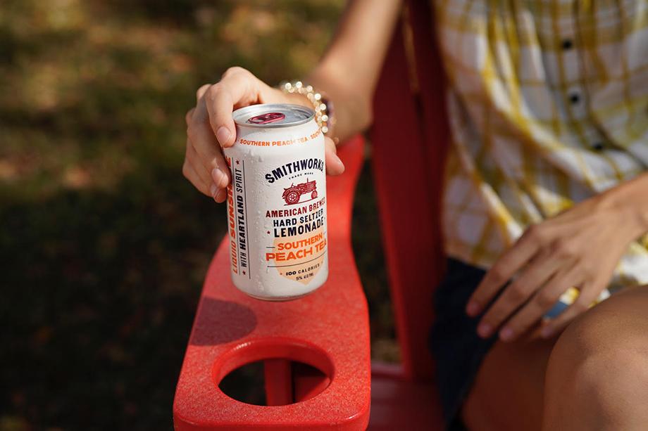 Motofish takes a close up of Smithworks Vodka Hard Seltzer Lemonade's Southern Peach Tea flavor.