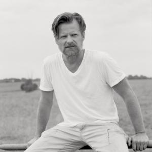Egan Parks' Timeless Portraits of Steve Zahn for the Hollywood Reporter