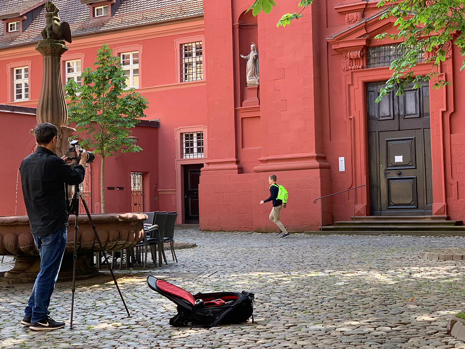 A behind-the-scenes look at Enno Kapitza's shoot for Zwei Magazin.