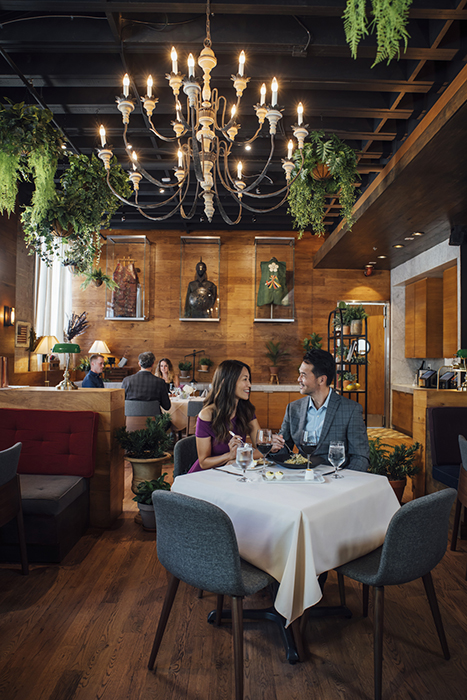 A couple dines in the city. Photography by Inti St. Clair for Visit Dallas.