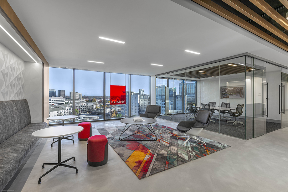 A common area with a skyline view in Leo A Daly's Dallas office  photographed by Jasmine Anwer.