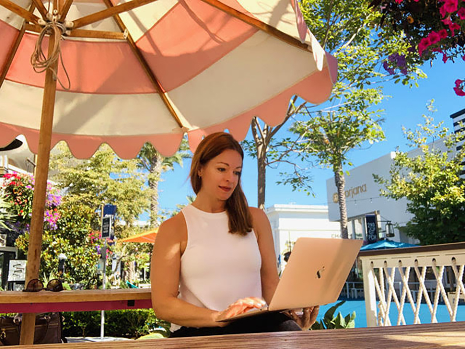Jen Warren making connections while working remotely from an outdoor café.