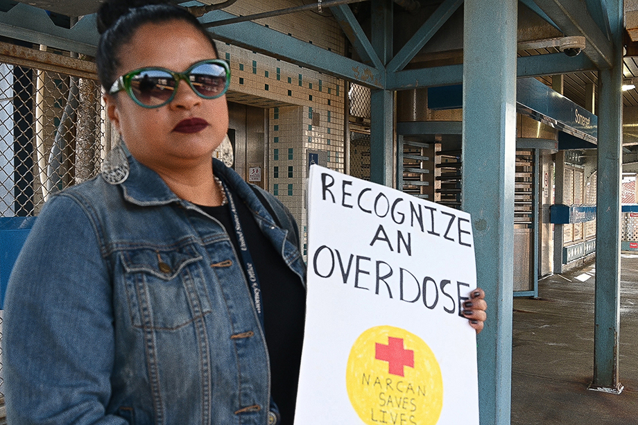 """Roz stands teaches people how to recognize an overdose and administer Narcan on the """"El"""". Photo by Joe Quint."""