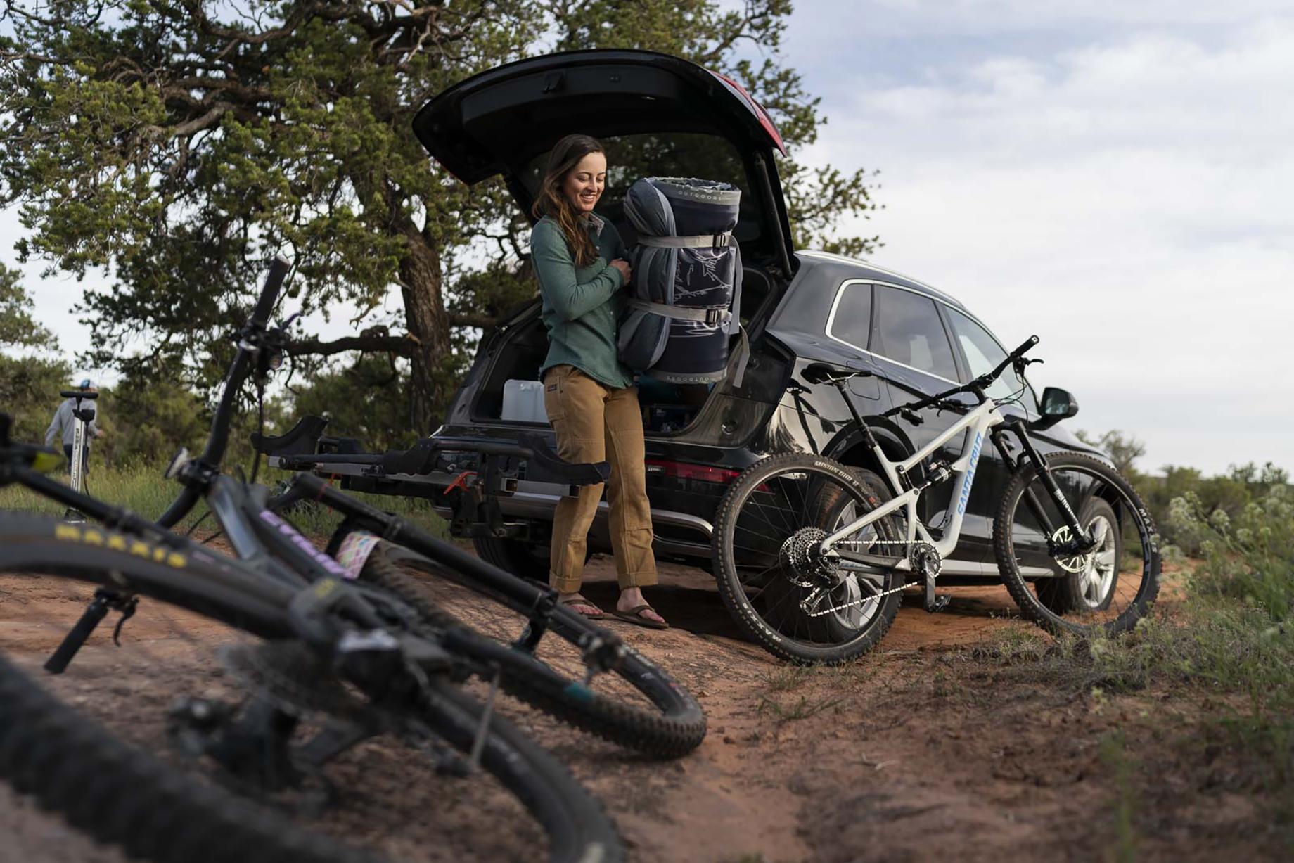 Woman on mountain biking trip in Moab desert removes bundled Hest mattress from car shot by Motofish