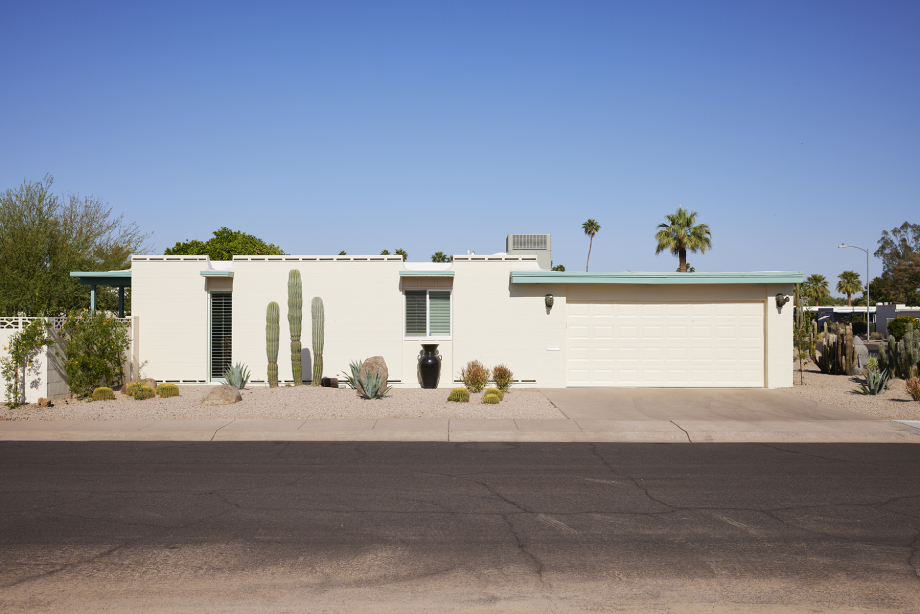 Outside Craig Pearsons home at the Golden Keys shot by Steve Craft for Phoenix Home and Garden Magazine