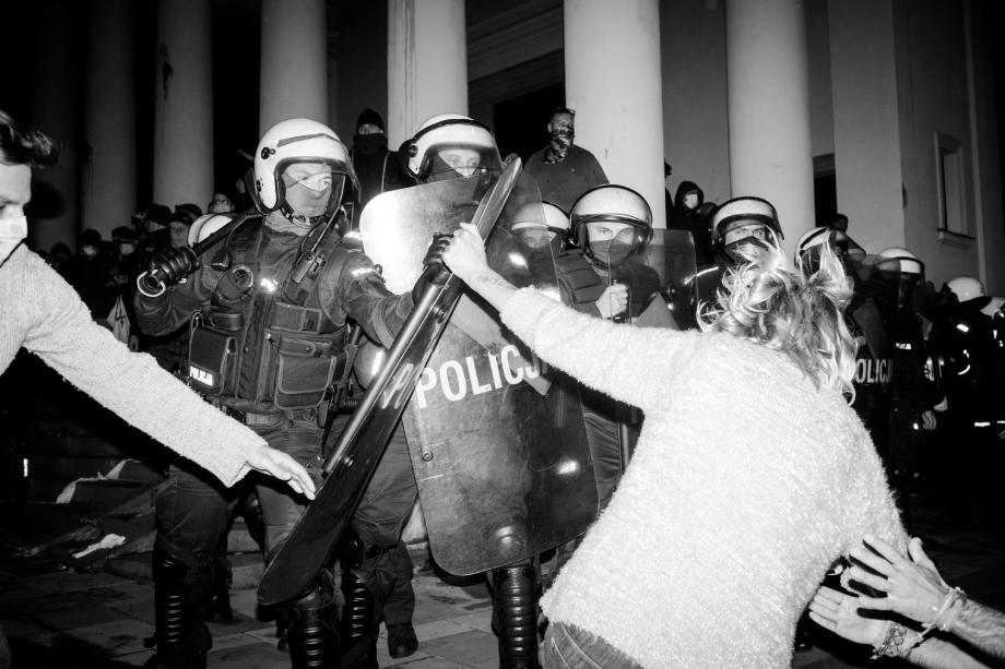 Woman and police clash at Warsaw protests shot by Wojciech Grzedzinski for Republik Magazine