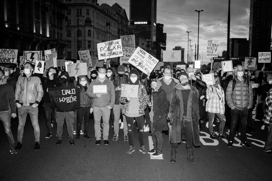 Demonstrators at Warsaw protests shot by Wojciech Grzedzinski for Republik Magazine