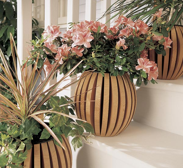 Shapely planter pot Woodworking Plan, Outdoor Planters