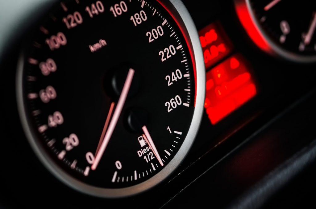 Muita atenção com a velocidade