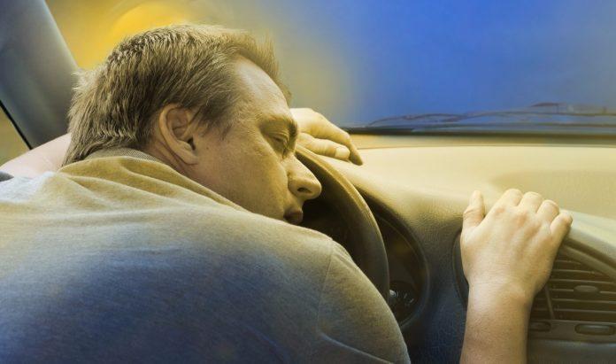 Sono no volante é frequente na estrada