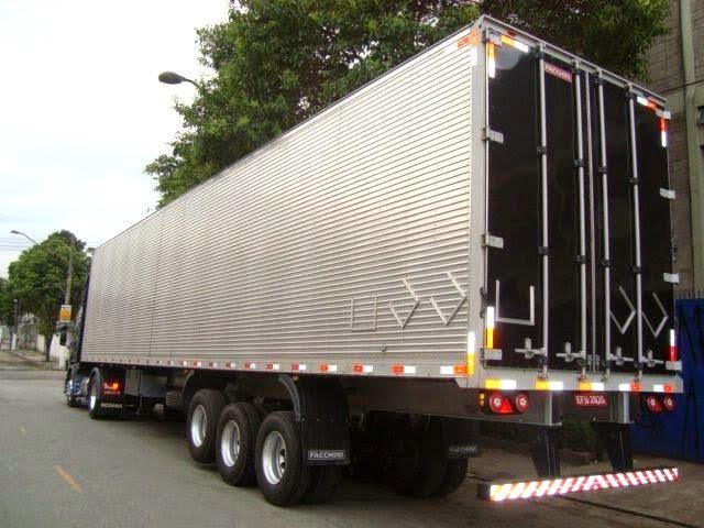 É preciso trocar as faixas refletivas para caminhão?