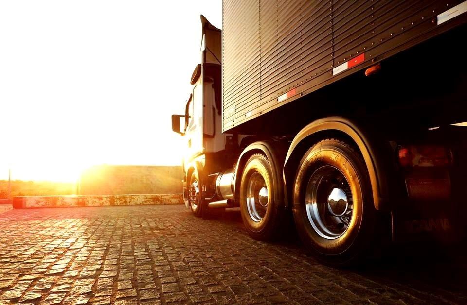Evite lavar o caminhão exposto ao sol