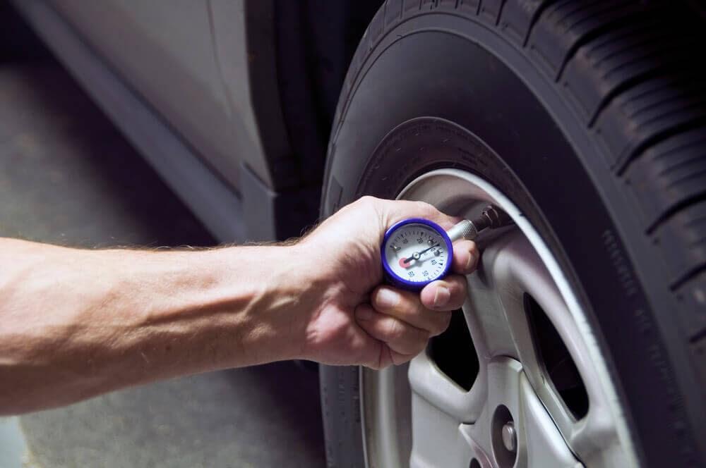 Riscos de não calibrar pneu de caminhão