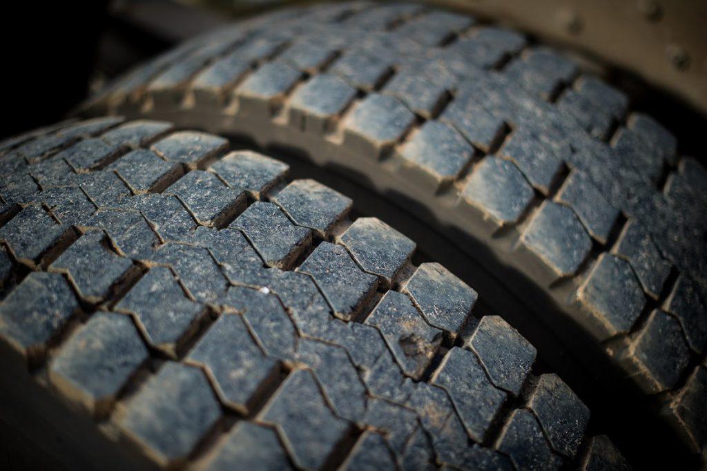 Como saber se está na hora de trocar o pneu?