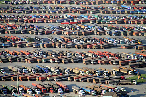 Estacionar o caminhão: Aprenda aonde pode estacionar