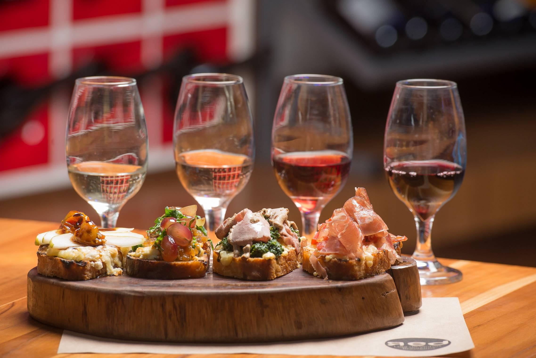 5 bares para degustar um bom vinho em São Paulo