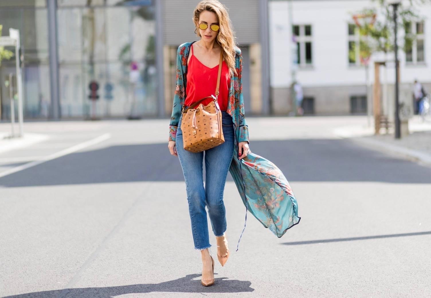 Como usar jeans no trabalho sem parecer desleixada