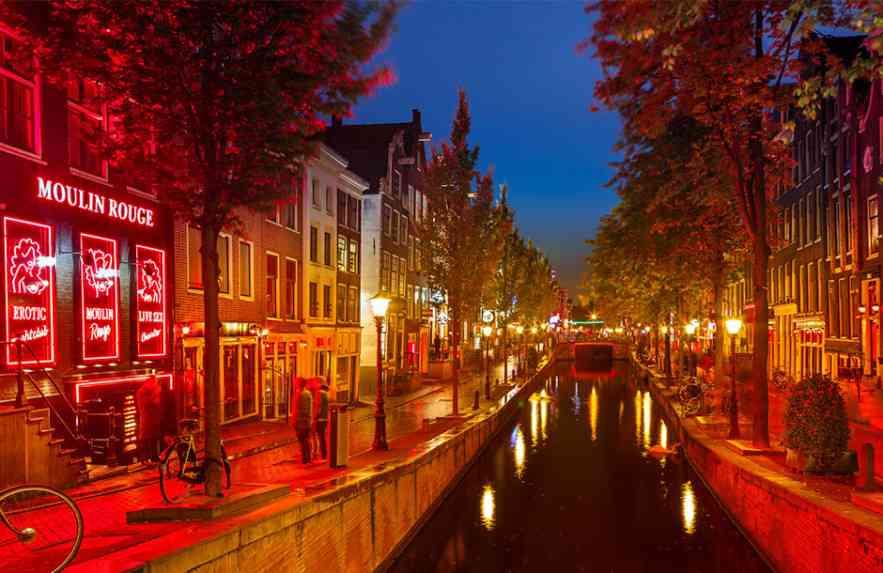 Principais destinos no mundo para quem adora curtir a noite