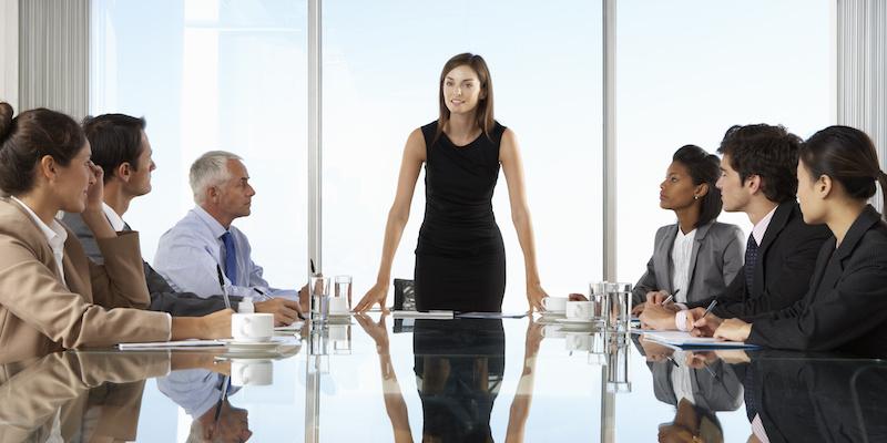 ¿Cómo gestionar un equipo? Conoce 12 cualidades de un gran líder