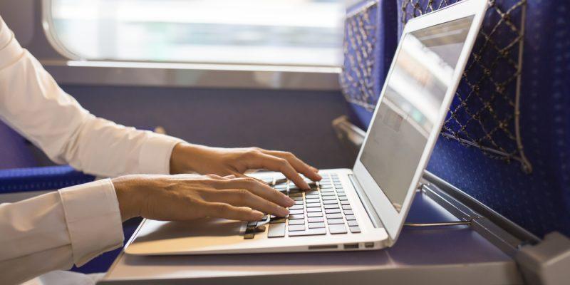 Descubre cómo aprovechar tus viajes en tren para ser más productivo