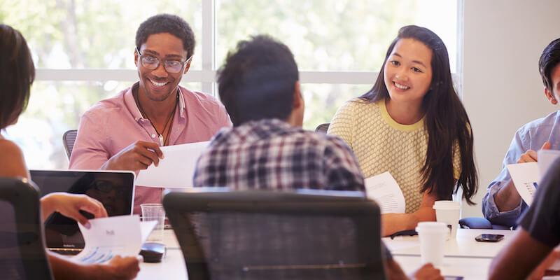 7 Wege, um neuen Mitarbeitern die Einarbeitung zu erleichtern