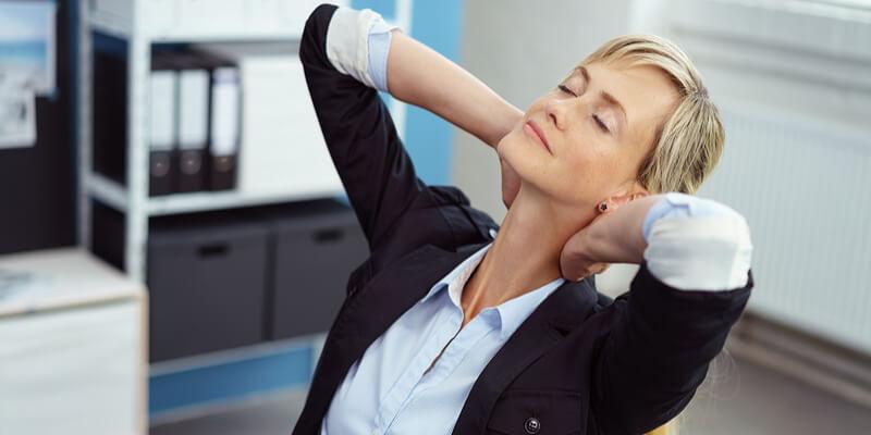 6 ejercicios para combatir el estrés que puedes practicar en la oficina