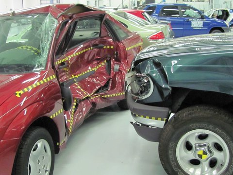 Ford_focus_versus_ford_explorer_crash_test_iihs