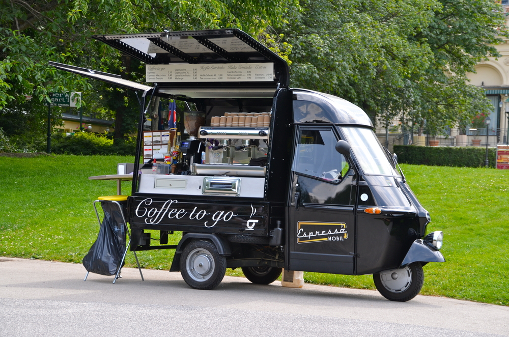 Mobile Coffee Bar in Stadtpak_382395952