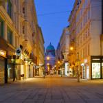 Kohlmarkt street and Hofburg palace_369701018
