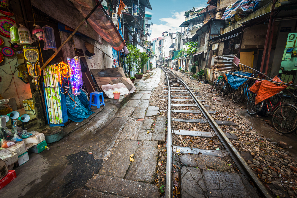railway running along narrow street_248554360