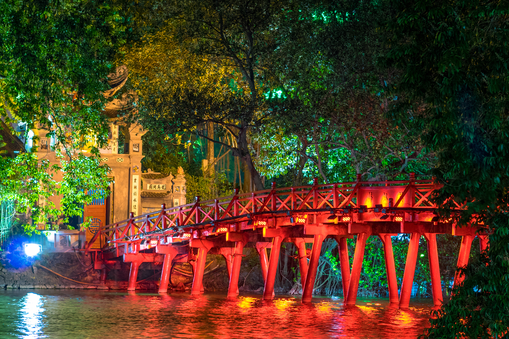 Hanoi Red Bridge at night_291799682