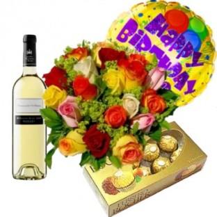 bouquet de 12 rosas, globo de cumpleaños, chocolates ferrero x8 y botella de vino