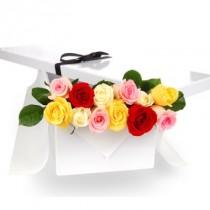 12 rosas multicolor en Caja