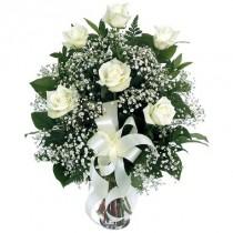 6 rosas blancas. Florero incluido.