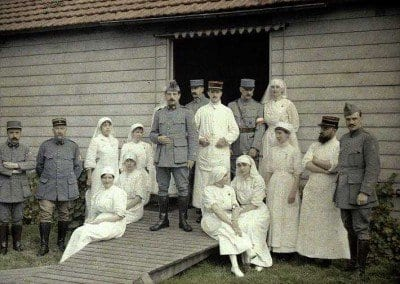 Group at hospital 66.  Nurses, doctors and soldiers in front of the shed (or hut)