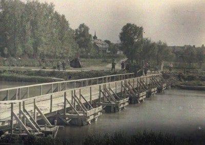 Bridge of barrels on Aisne. (Soissons. Aisne. France. 1917).   Ponts de tonneaux sur l'Aisne. (Soissons. Aisne. France. 1917).