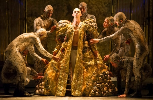 Anthony Roth Costanzo as Akhnaten with members of the company in Akhnaten (ENO)