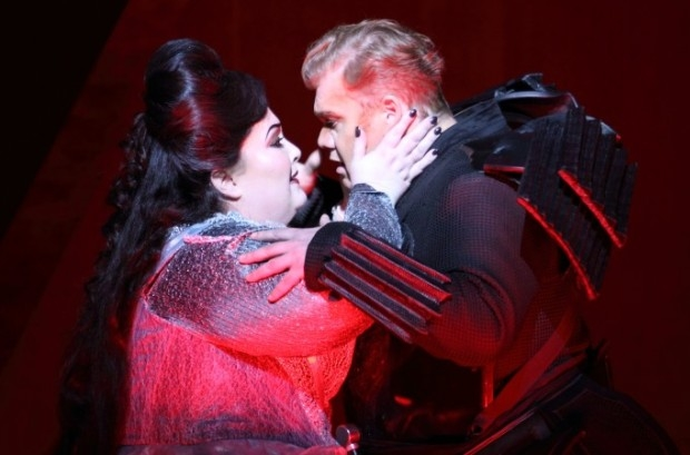 Heidi Melton as Isolde with Stuart Skelton as Tristan in Tristan and Isolde (ENO)