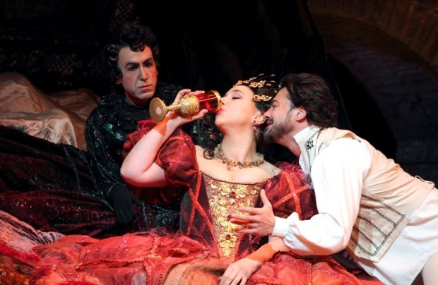 Vincent Ordonneau as Pittichinaccio, Christine Rice as Giulietta and Vittorio Grigòlo as Hoffmann in Les Contes d'Hoffmann (ROH)