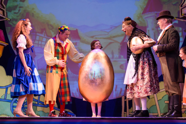 L - R Amelia Rose Morgan as Jill, Ian Jones as Willy Goose, Beatrice, Roy Hudd as Mother Goose & Ian Parkin as Squire  in Mother Goose