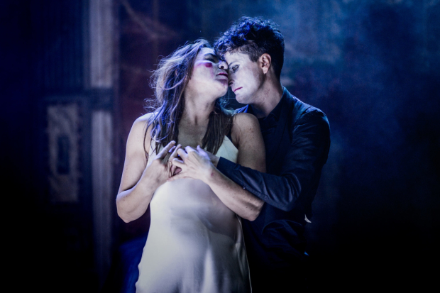 Kirsty Bushell as Juliet and Edward Hogg as Romeo in Romeo and Juliet