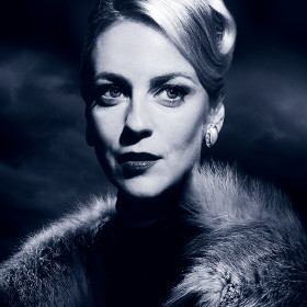Miranda Raison stars in Strangers on a Train