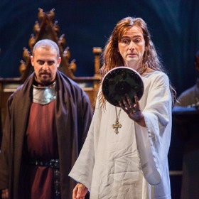 Nigel Lindsay (Bolingbrooke) and David Tennant (Richard II)