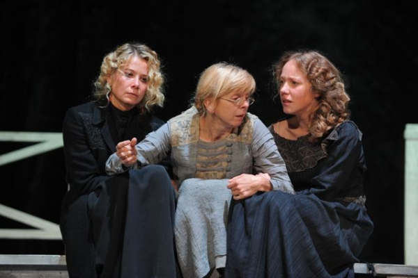 Yulia Vysotskaya, Larisa Kuznetsova and Galina Bob in Three Sisters