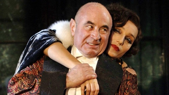 Bob Hoskins with Kirstin Scott-Thomas in As You Desire Me (2005)