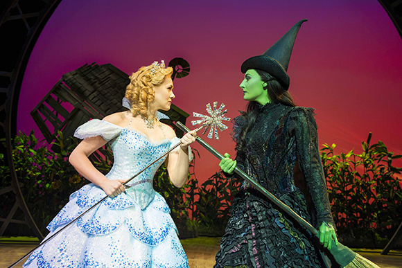 Savannah Stevenson (Glinda) and Willemijn Verkaik (Elphaba) in Wicked