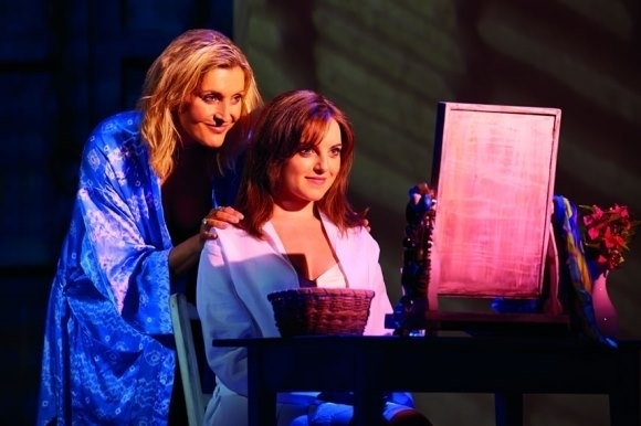 Sara Poyzer & Niamh Perry, part of the current cast of the International Tour