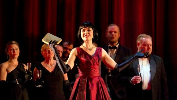 Elizabeth Zharoff as Violetta in the opening scene of La traviata (ENO)
